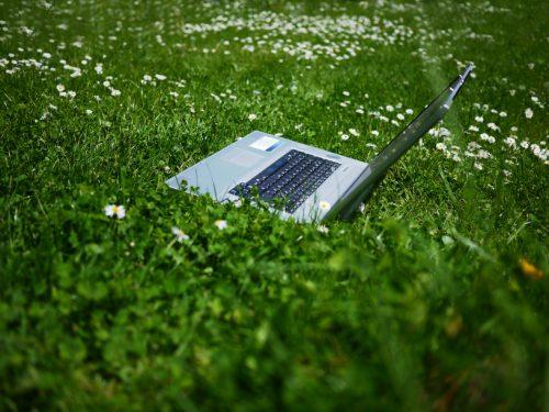 Wer Eine Sitzende Tätigkeit Hat, Sollte Diese Regelmäßig Unterbrechen. Foto: (C) DoctorG Depositphotos.com