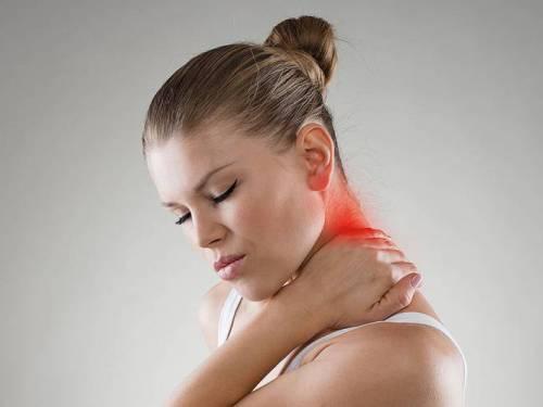 Halswirbelsäule: Ihre Beweglichkeit Ist Ihre Schwäche. Länger Anhaltende Nackenschmerzenbrauchen Diagnostik Und Therapie. Foto: © Stasique - Fotolia.com